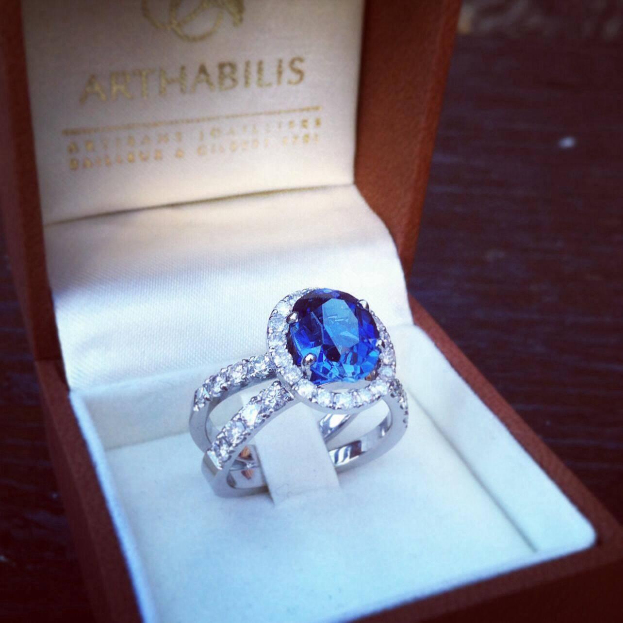 Bague croisee Saphir Entourage Diamants Arthabilis